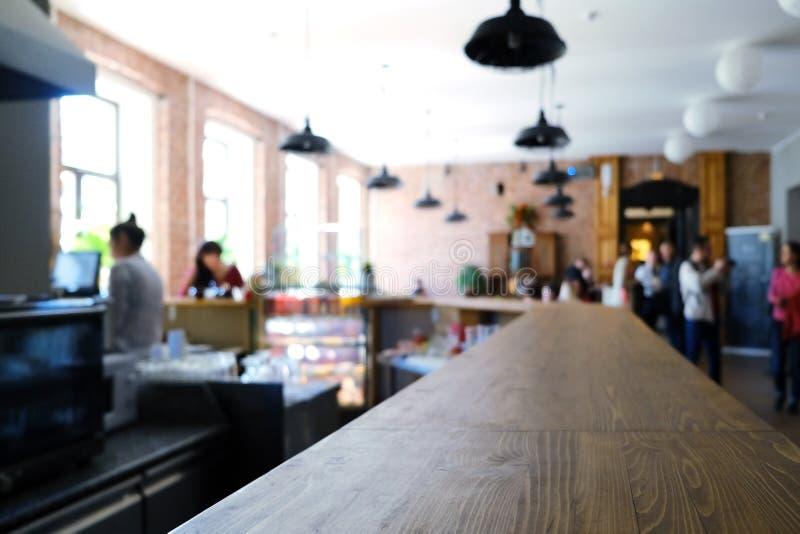 unsch?rfe Künstlerischer unscharfer Hintergrund Ausbildungskurs Leute im trinkenden Kaffee des Cafés, entspannen sich nach der Vo stockfoto