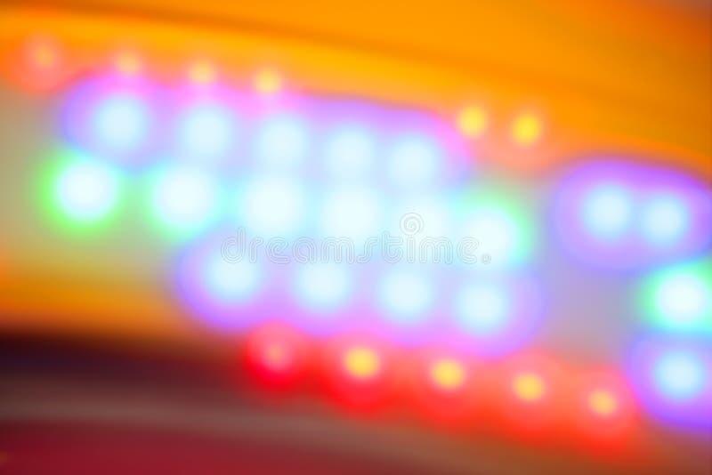 Unscharfe bunte Disco, die klare Nachtleuchten tanzt stockbild