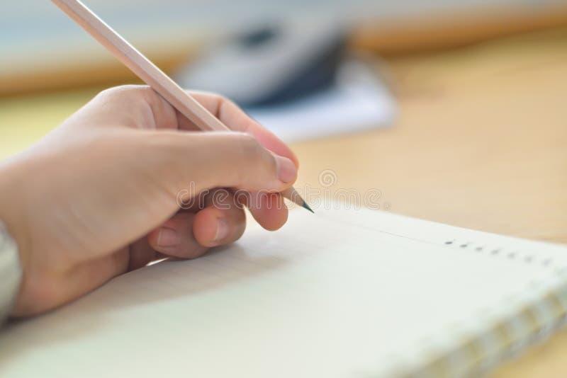 Unscharfe Handschrift auf Notizbuch stockbild