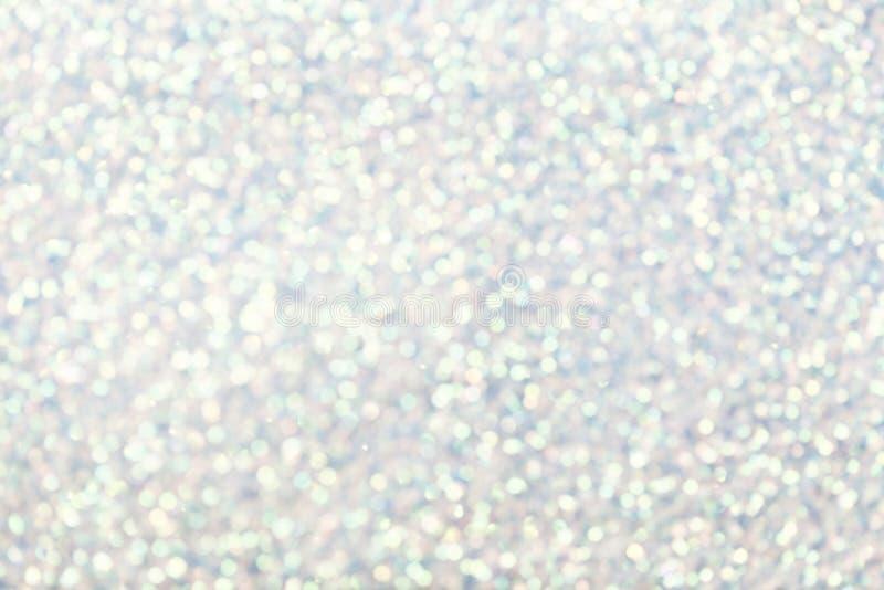 Unscharfer weißer Hintergrund mit funkelnden Lichtern des Kreises Glänzendes glänzendes glittery bokeh der Weihnachtsgirlande Sil lizenzfreies stockfoto