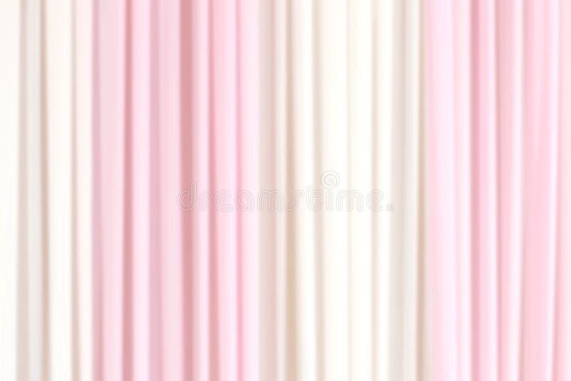 Unscharfer weißer weicher Hintergrund des Geweberosas, Vorhanghintergrund verwischte rosa Weiß des Gewebes für Heiratswand lizenzfreie stockbilder
