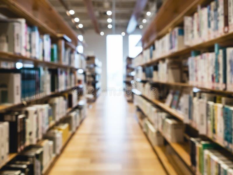 Unscharfes Bibliotheks-Buchregal Innenbildungskonzept lizenzfreies stockfoto