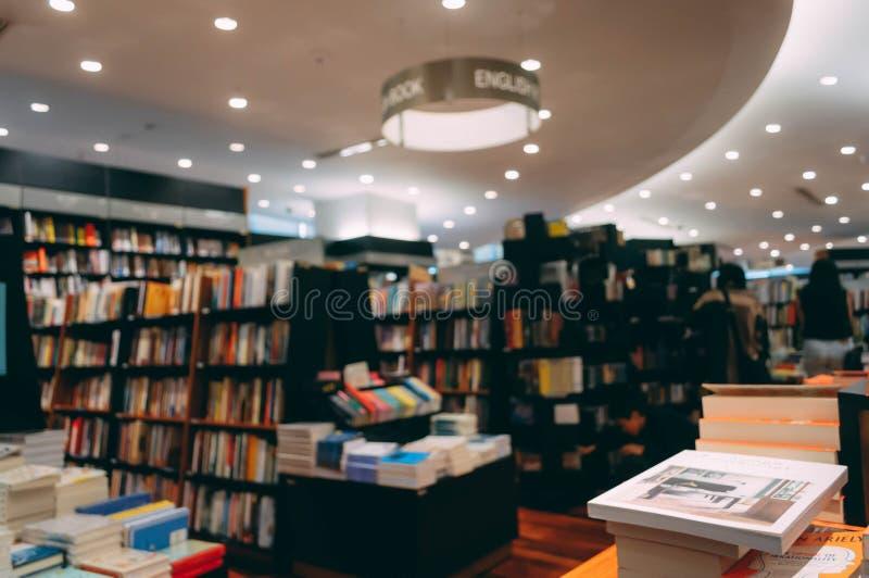 Unscharfes Bild der Buchhandlung von Kinokuniya-Buchhandlung stockbilder