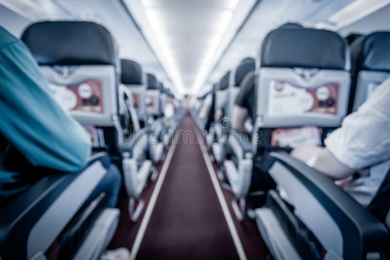 Unscharfes Bild des Flugzeuginnenraums in der Kabine lizenzfreie stockfotografie