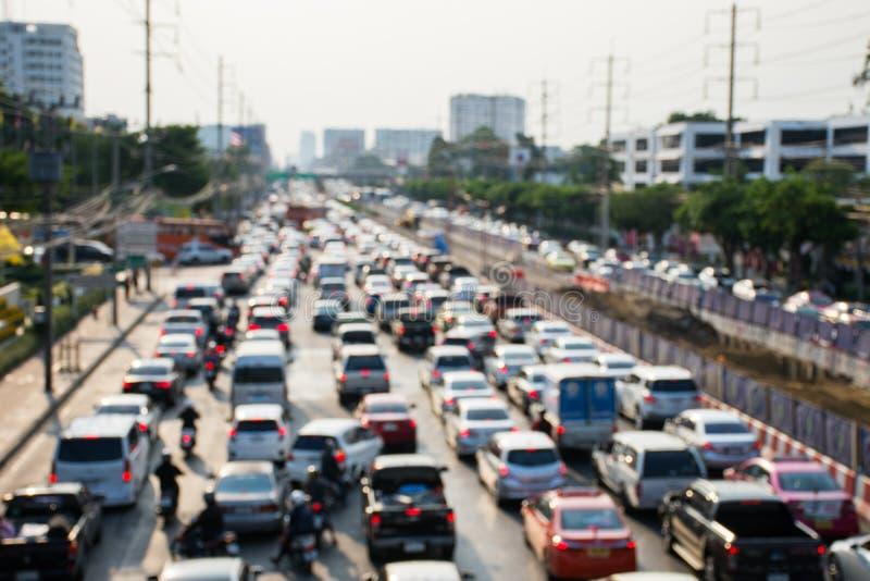 Unscharfes Bild des Staus auf Hauptverkehrszeit, wenn Zeit geglättet wird lizenzfreie stockfotos