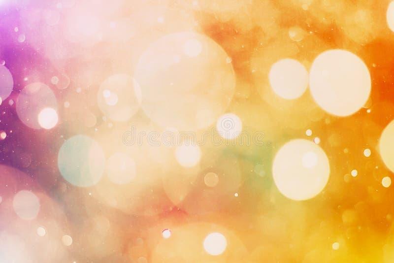 Unscharfes bokeh Licht im warmen Tonhintergrund stockfotografie