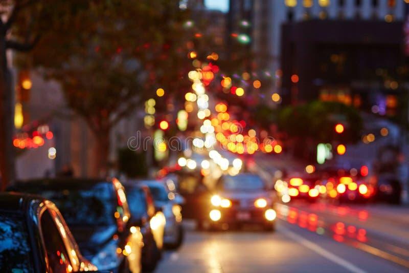 Unscharfes defocused Auto beleuchtet in San Francisco, Kalifornien, USA stockfoto
