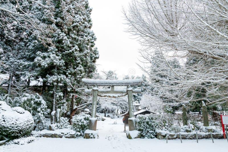 Unseen het landschaps toneelmening van Japan van het heiligdomingang van yamaderatorii, yamaderatempel, yamagataprefectuur, tohok royalty-vrije stock foto
