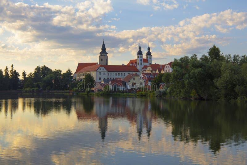 Unsere Dame Monastery über See in Telc, tschechisch stockbilder
