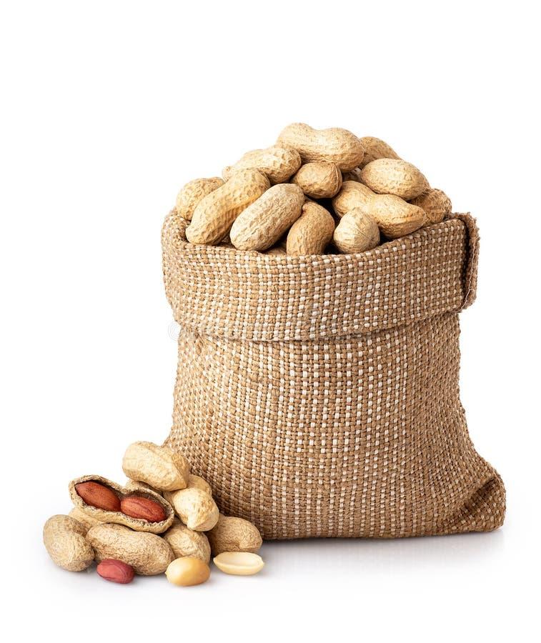 Unshelled jordnötter i säck arkivbild