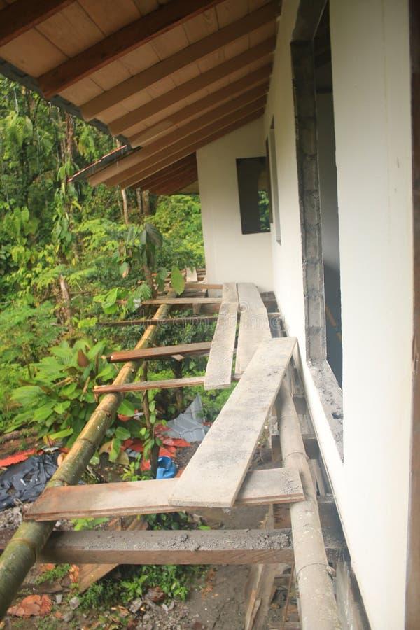 Unsicheres Bambus-gaffold oder Gauntry, zum eines Hauses zu errichten stockfotos