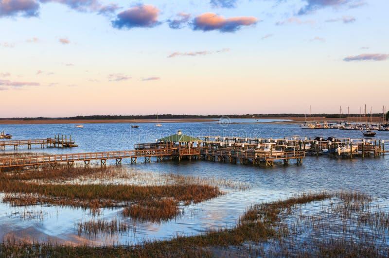 Unsinnigkeits-Strand Süd-Carolina Marina im Abend-Licht stockfoto
