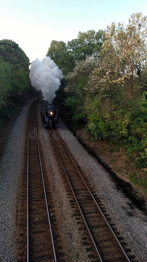 Unten kommen die Bahnen lizenzfreie stockbilder