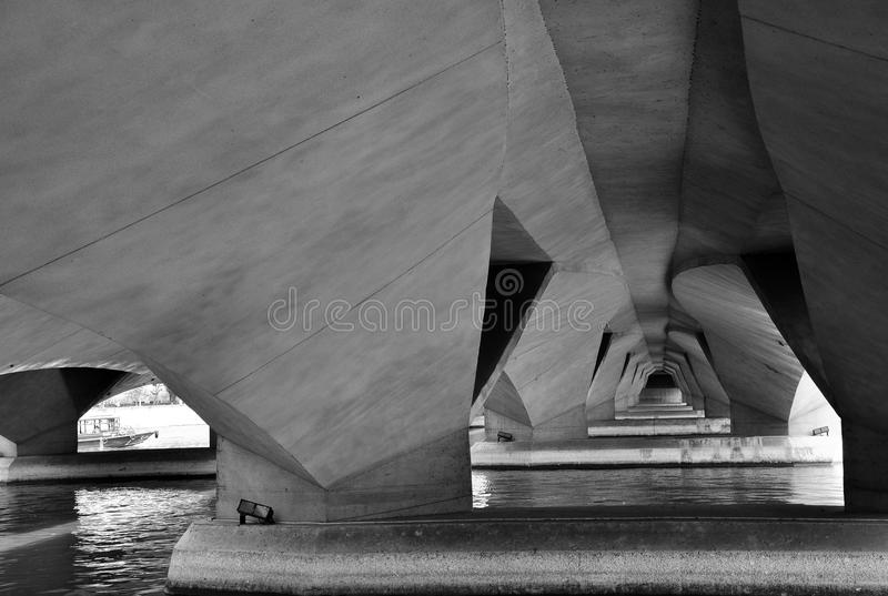 Unter Ansicht der Esplanade-Brücke, Singapur lizenzfreie stockfotografie