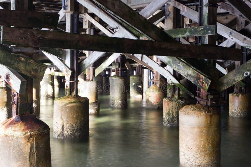 Unter dem Pier lizenzfreies stockbild