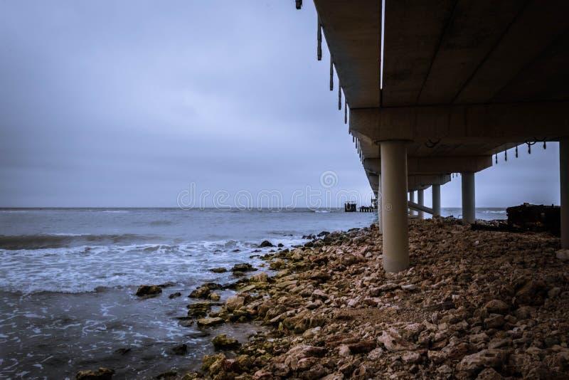 Unter der Brücke Shabla, Bulgarien lizenzfreie stockfotos