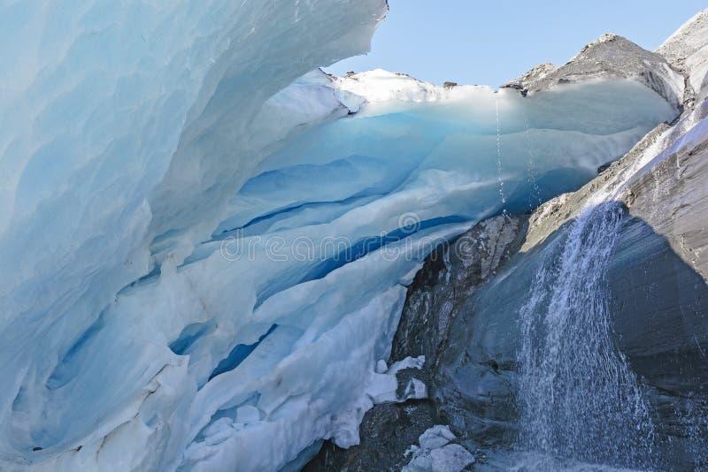 Unter Gletschereis lizenzfreie stockbilder