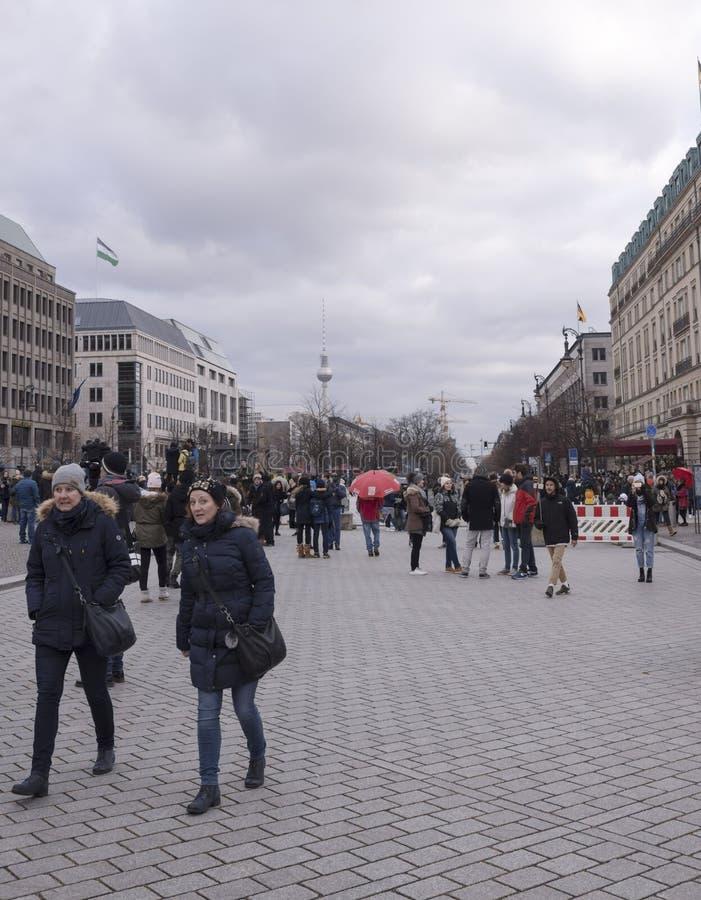 Unter hålalind - en av strömförsörjningen och mest berömd boulevard arkivfoton