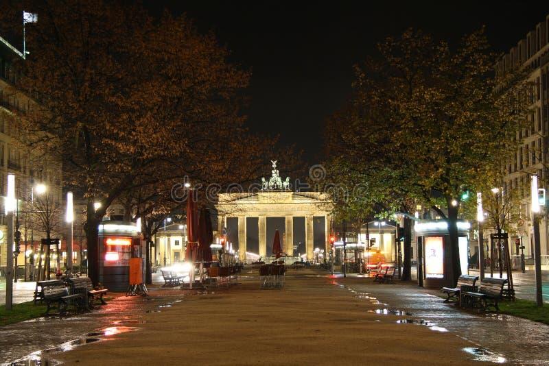 Unter meliny Lipowa ulica w Berlin przy noc zdjęcie royalty free