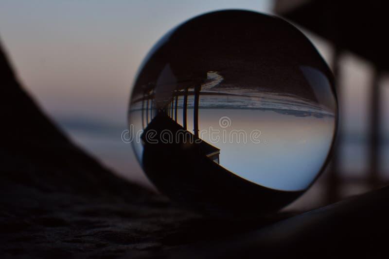 Unter Paignton-Pier bei Sonnenuntergang durch einen Bereich lizenzfreies stockbild