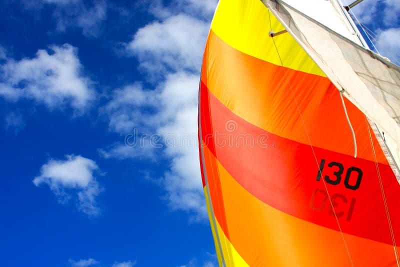 Unter Segel Auf Einem Segelboot Lizenzfreie Stockbilder