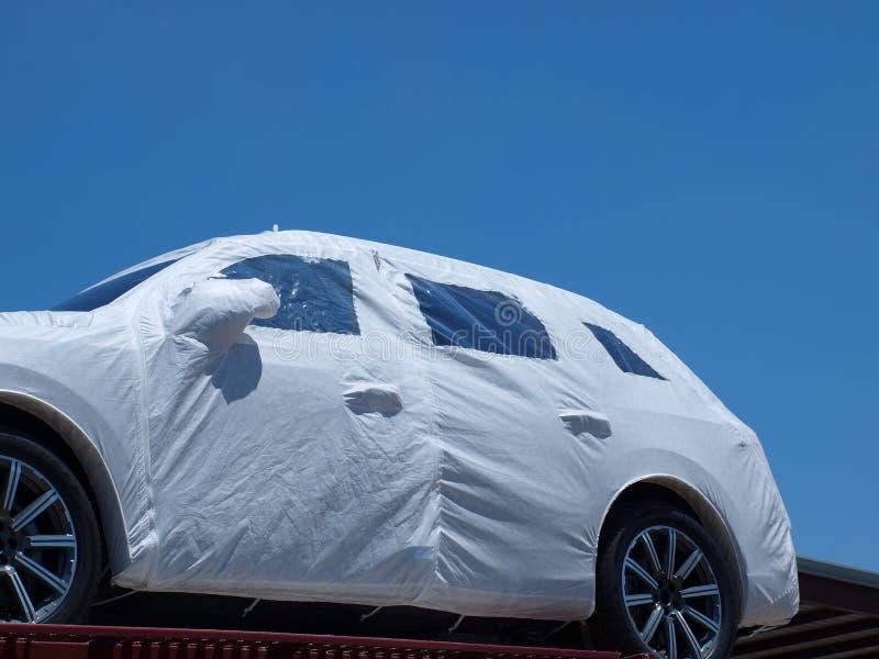 Unter Verpackungs-neuem Fahrzeug stockbild