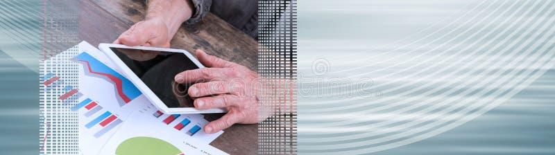 Unter Verwendung der digitalen Tablette Panoramische Fahne stockbild