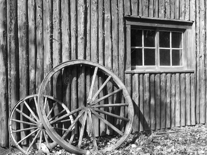 Unterbrochene Lastwagen-Räder stockfotografie