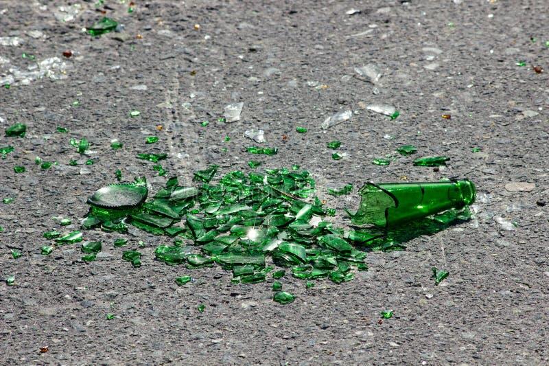 Unterbrochenes grünes Glas lizenzfreies stockbild