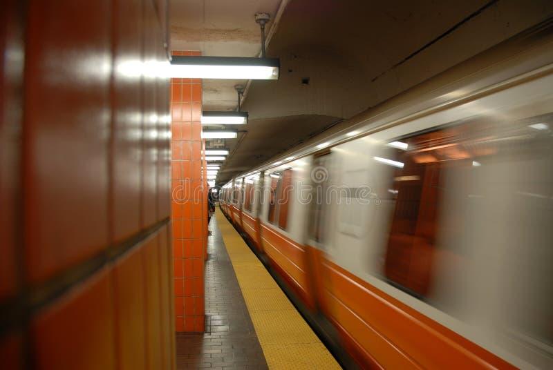 Untergrundbahn, die 5 von 5 sich nähert lizenzfreie stockfotografie