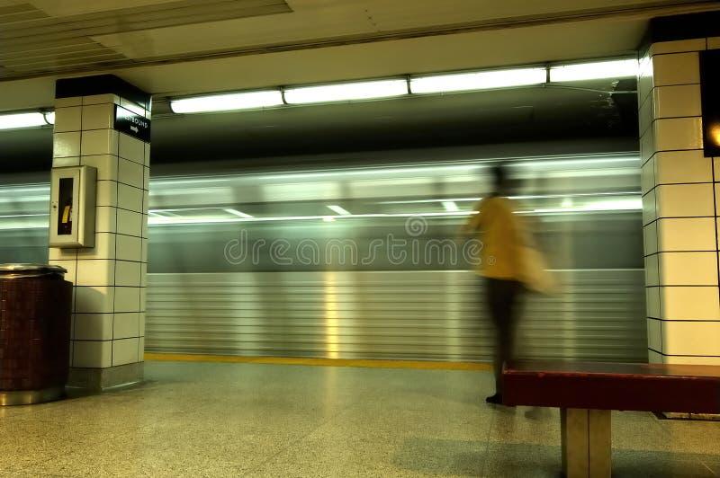 Untergrundbahn-Geschäftsfrau lizenzfreie stockfotos