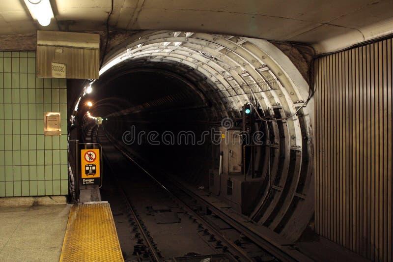Untergrundbahntunnel lizenzfreies stockbild