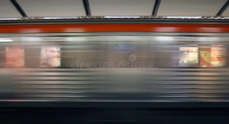 Untergrundbahnverkehr stockbild