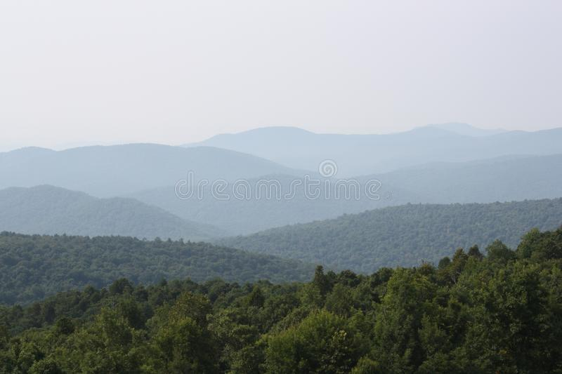 Unterlassung der Hügel der blaues Ridge-Berge in Virginia lizenzfreies stockfoto