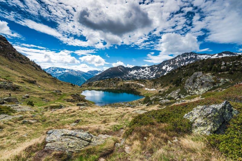 Unterlassungssee Tristaina in Andorra Pyrenäen stockfotos