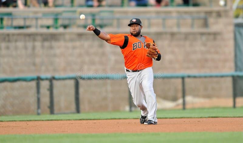 Unterliga-Baseball-dritte Base Throw 2012 stockfotografie