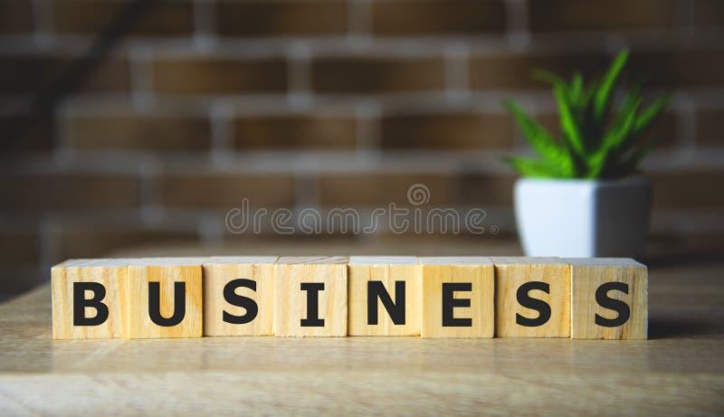 Unternehmen - Wort auf Holzblöcken, kreatives Motivationskonzept für Unternehmen lizenzfreies stockbild