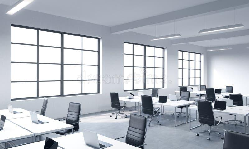 Unternehmensarbeitsplätze ausgerüstet durch moderne Laptops in einem modernen panoramischen Büro mit weißen Fenstern Schwarze Led stock abbildung
