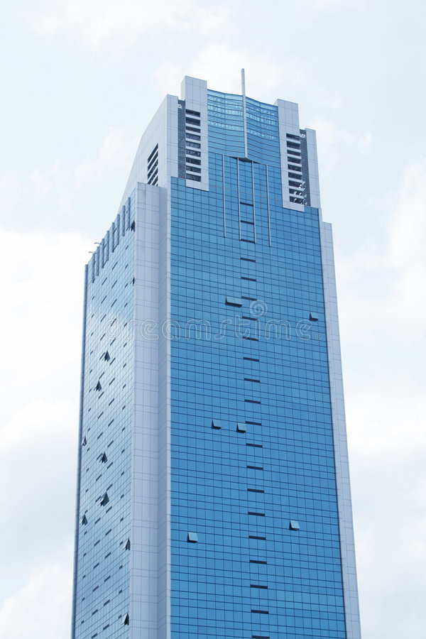 Unternehmensgebäude, das in den Himmel steigt stockfotos