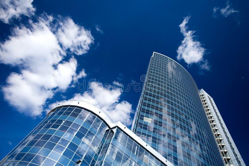 Unternehmensgebäude in der Perspektive lizenzfreie stockfotos