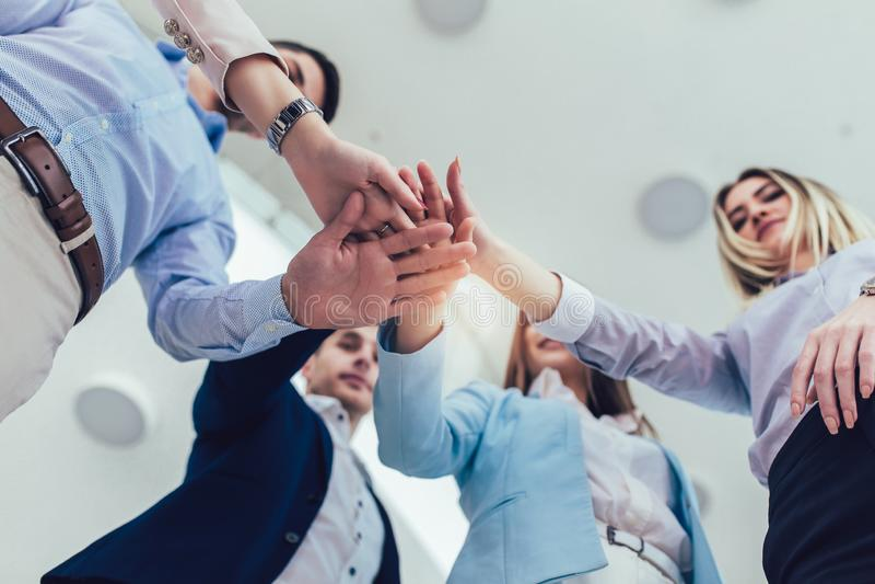 Unternehmer und Gesch?ftsleute, die Ziele erzielen stockfotos