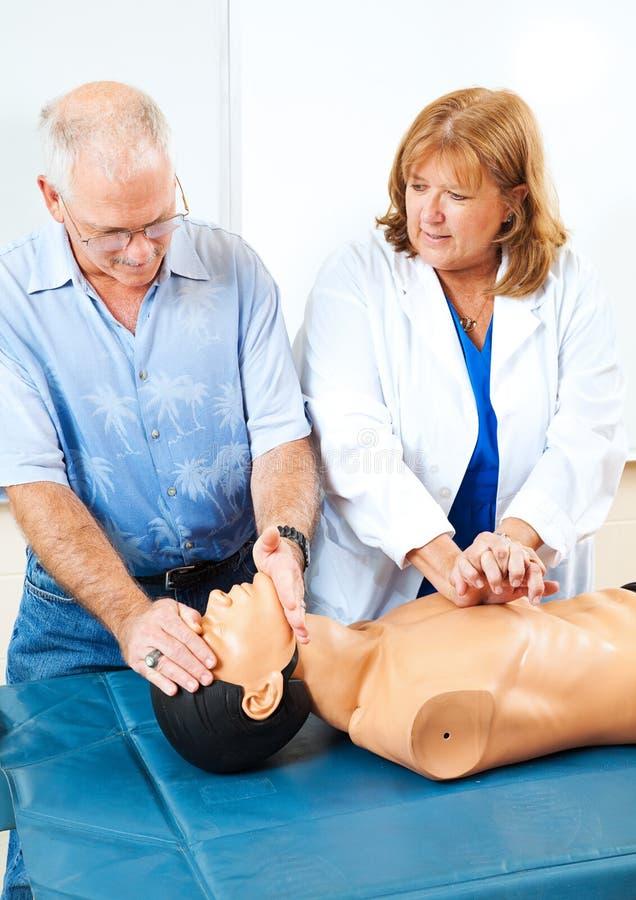 Unterrichtender CPR der ersten Hilfe lizenzfreies stockfoto