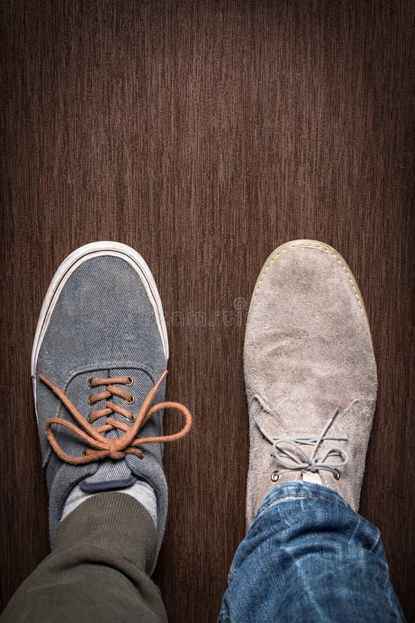 Unterschiedliche Art zwei von Schuhen lizenzfreie stockfotos