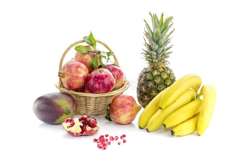 Unterschiedliche Frucht auf einem weißen Hintergrund stockbild