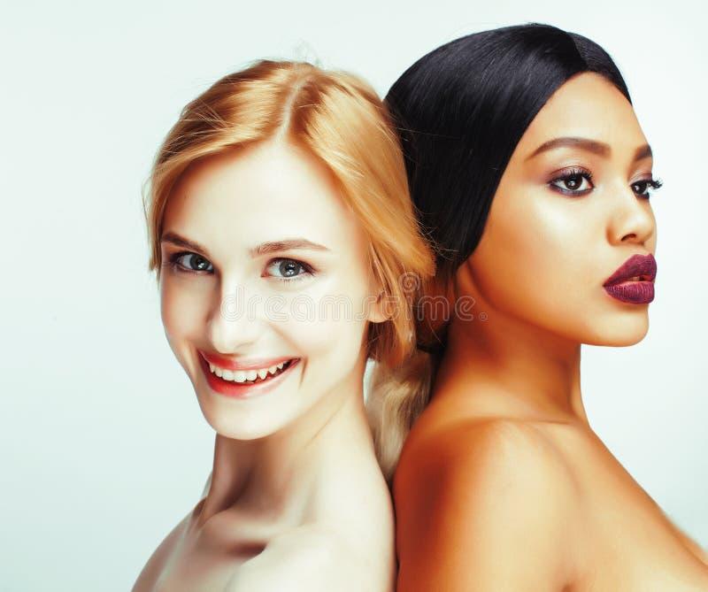 Unterschiedliche Nationsfrau: Asiat, Afroamerikaner, kaukasisches toget lizenzfreies stockbild