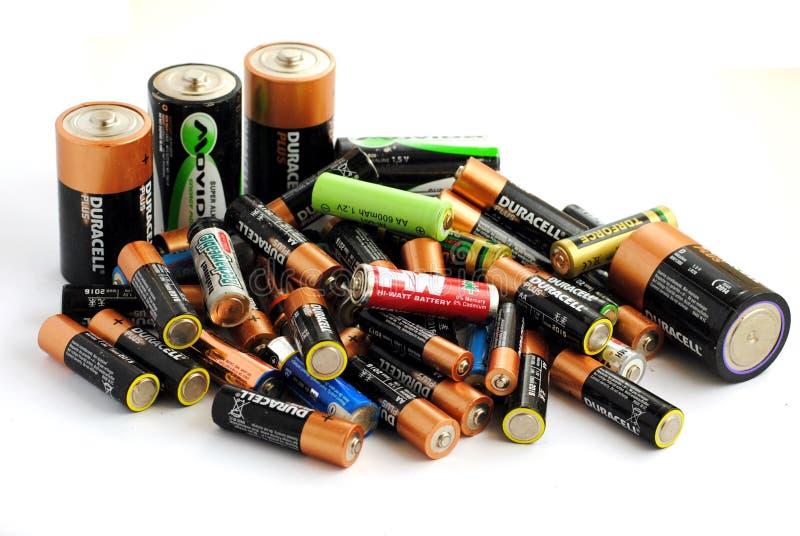 Unterschiedlicher Typ der Batterien, nachfüllbar und der Bildschirmanzeige lizenzfreie stockfotos