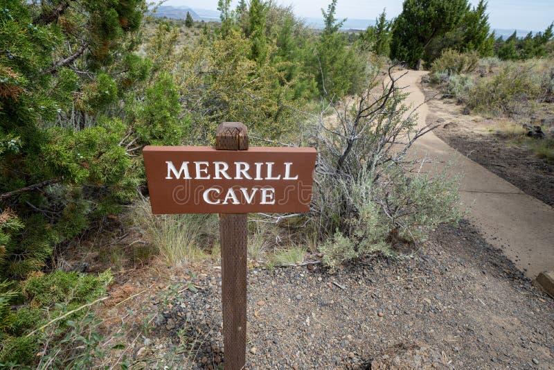 Unterschreiben Sie die Merrill Höhle in Lava Beds National Monument in Kalifornien stockfotografie