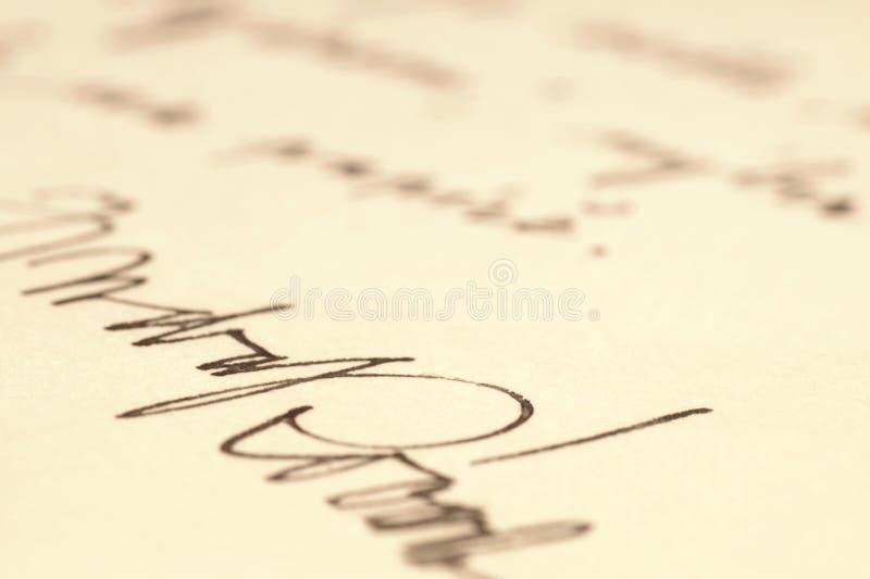 Unterschrift auf einer handgeschriebenen Mitteilung lizenzfreie stockfotografie