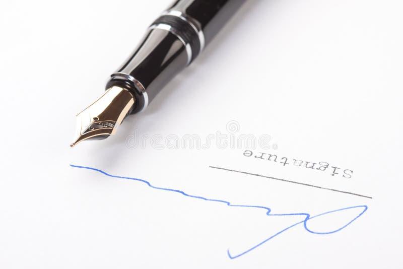 Unterschrift auf Weißbuch lizenzfreies stockbild