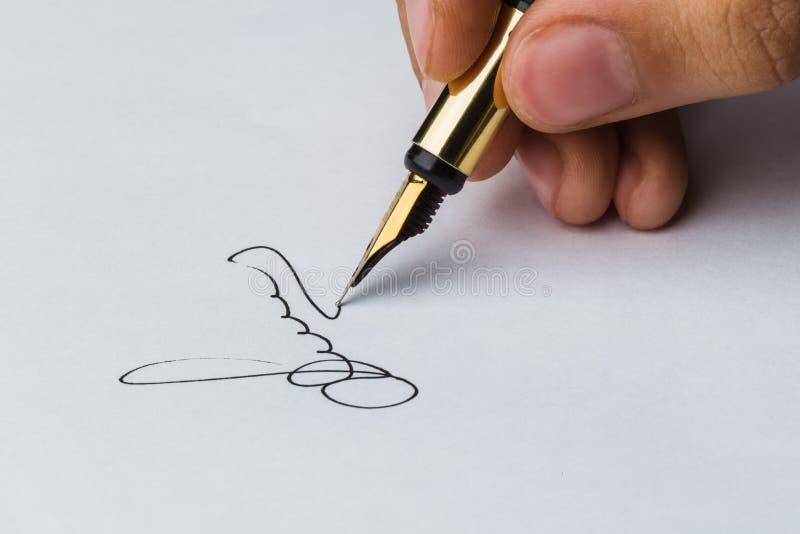 Unterschrift eines Füllfederhalters lizenzfreie stockfotos